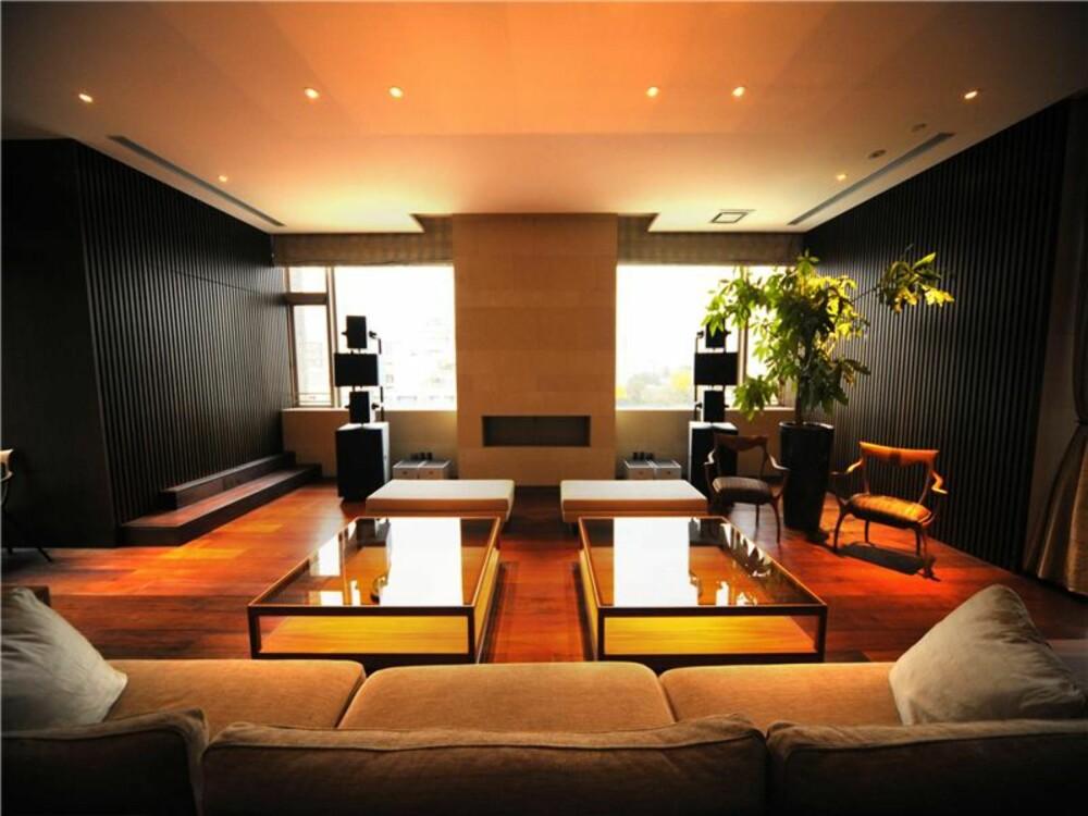 SPESIALDESIGNET: De fleste av møblene er designet spesielt for denne leiligheten av Ceccotti Collezioni.