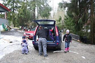 LOGISTIKK: Det krever en del planlegging når en familie med tre barn skal ut på tur, men Tormod og Barbro synes stort sett det går helt fint.