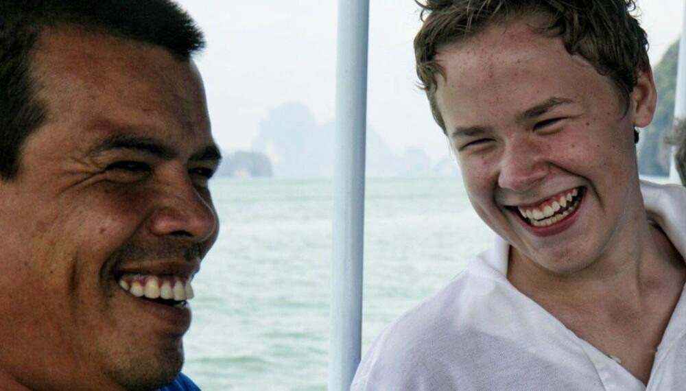 PÅ FAMILIEFERIE: Selv om tenåringene kan være sure når de må reise på ferie med foreldrene, går det som oftest over. Her er nummer 1-sønn på båttur i Thailand.