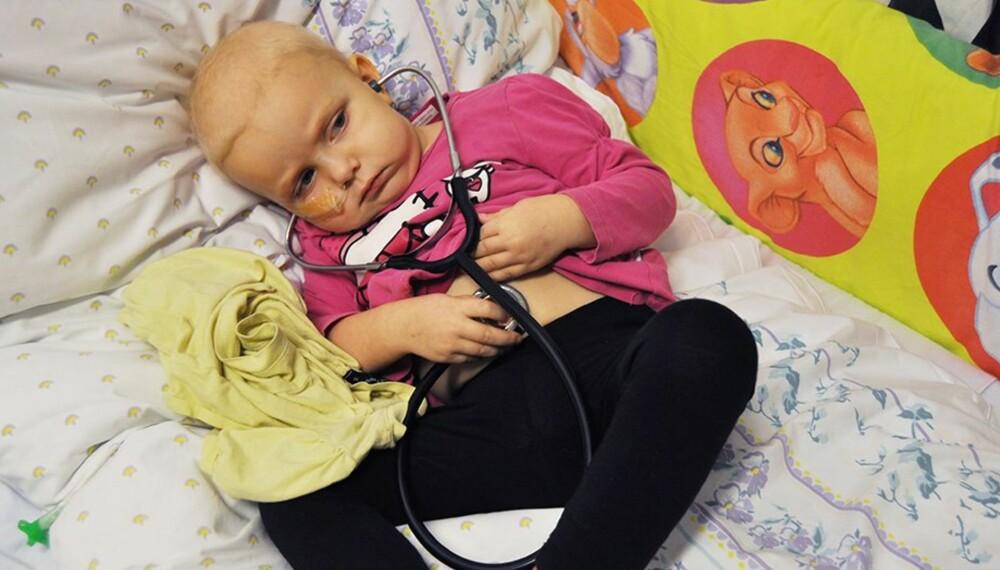 KREFTSYK: Lille Isabella fikk kreft bare to år gammel. Etter to og et halvt års sykdom var hun endelig frisk nok til at familien kunne reise på drømmeferien.