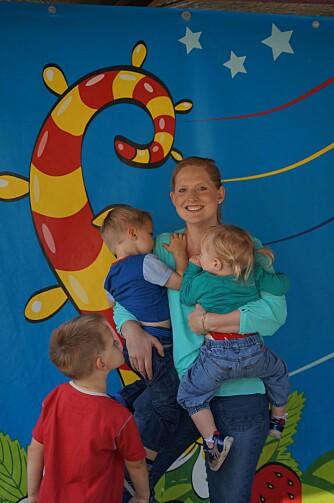 SKREV BOK OM KREFT: Sarah Roxana Herlofsen har skrevet en barnebok som forklarer hva kreft er. Barnas fantasi er ofte mer skremmende enn virkeligheten, er hennes erfaring.