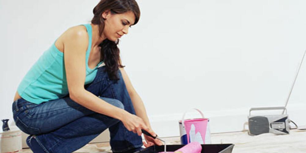 IKKE GLEM GULVET: Ekspertene råder deg til å vurdere fargen på gulvet før du velger farge til veggene.