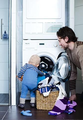 VIKTIG JOBB: Husk å rengjøre ullklærne før du pakker dem bort.