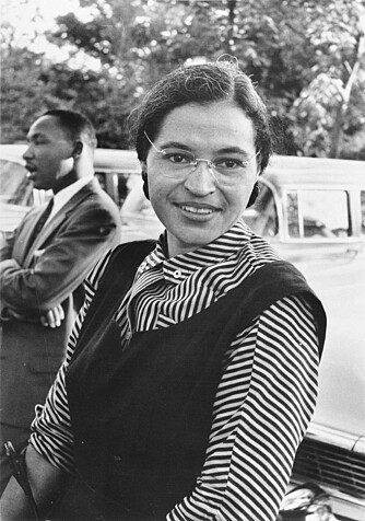 BORGERRETSSAKTIVIST: Rosa Parks nektet å gi fra seg bussetet sitt til en hvit mann, og ble fengslet. Det satte igang protester mot raseskillet i USA .