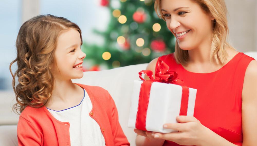 LÆR BARNA GIVERGLEDE: Lær barna giverglede i fem enkle steg. Det viktigste er å være et godt forbilde.