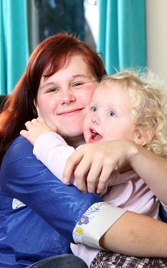 MYE KJÆRLIGHET: - Det er ikke vanskelig å være mor til en så skjønn jente, sier Tina.