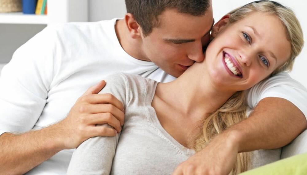 LYKKELIGST ALENE: Par er lykkeligere før de får barn, viser ny studie.