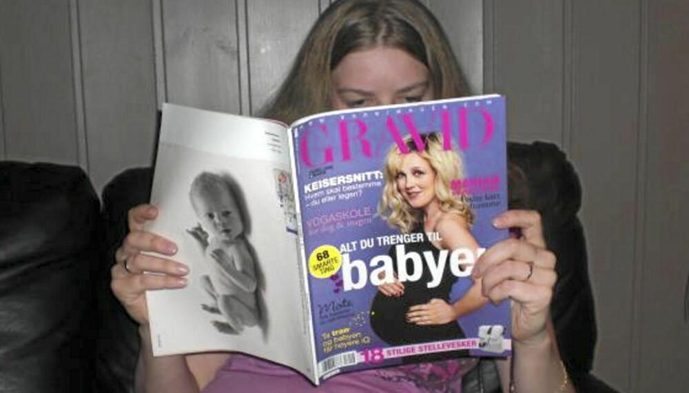 SA DET MED BLADET: Dette bildet la Linn Berit Eiesar ut på Facebook for å fortelle venner og kjente at hun er gravid.