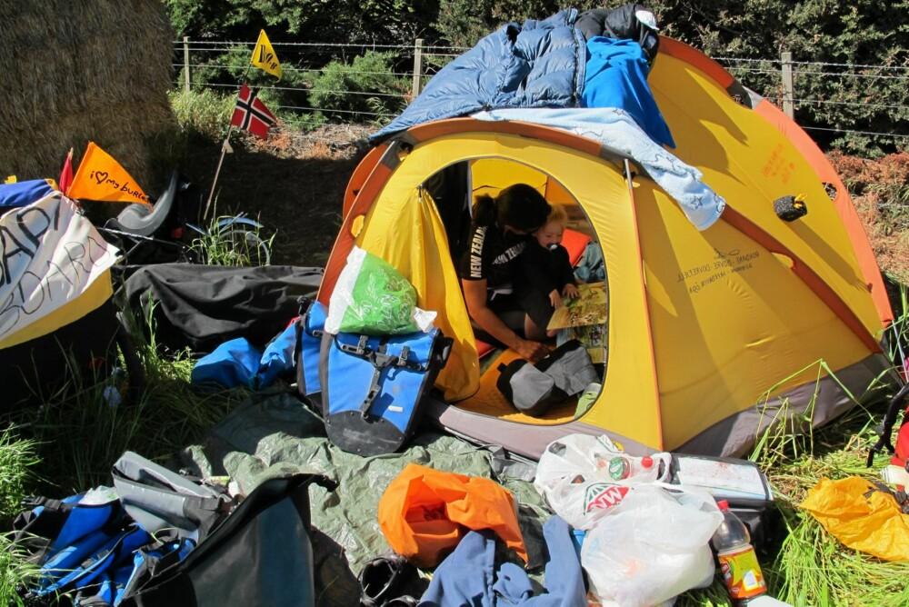 TELTLIV: Tristan (17 måneder) skal tilbringe fem uker med foreldrene sine i ett telt på Baffin island, Canada.