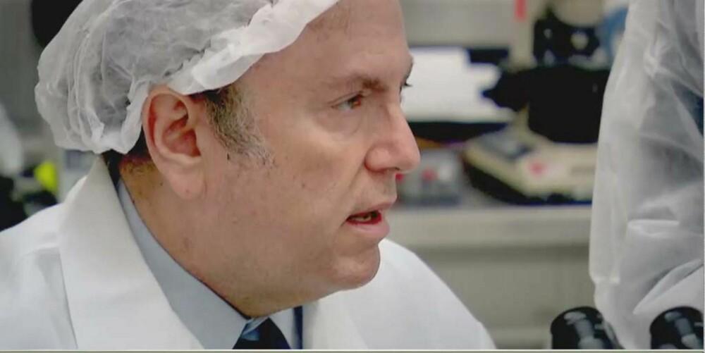 BABYDESIGNEREN: Dr. Jeff Steinberg ved fertilitetsklinikken The Fertilty Institutes hjelper barnløse par, både til å få barn og til å velge kjønn og hårfarge.