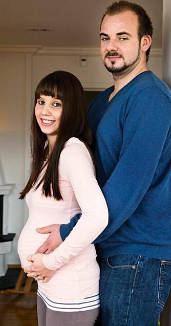 NATURLIG TRILLINGSVANGERSKAP: - Når folk får høre at vi skal ha trillinger, tror de fleste at vi har fått assistert befruktning. Men den eneste som har hjulpet Camilla med å bli gravid, er meg, ler Kenny.
