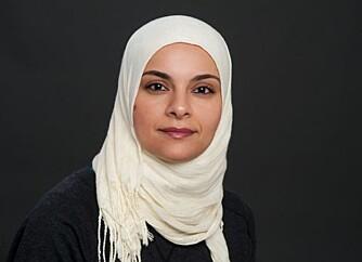 BRENNER FOR MATTE: Mattelærer Hanan Abdelrahman hjelper ungdom med matteleksene via Facebook, Youtube, på biblioteket og som privatlærer. Når har hun også gitt ut boka Mattehjelperen.