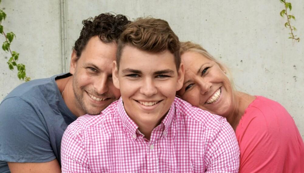 SMILER IGJEN: Etter å ha fått medisiner, har Mats (15) fått et tilnærmet normalt liv. Foreldrene Bens og Trine Aarø har fått gutten sin tilbake.