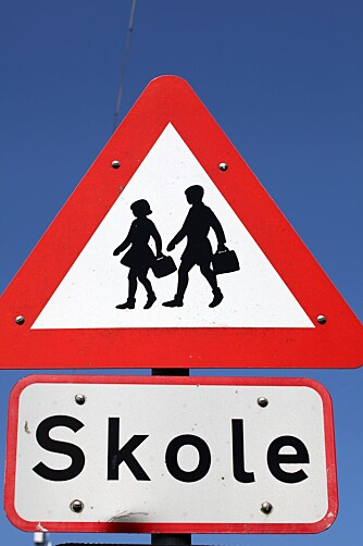 FARLIG Å GÅ? Den største trusselen mot barnas trafikksikkerhet på skoleveien, er faktisk foreldre som kjører barna i stedet for å la dem gå.