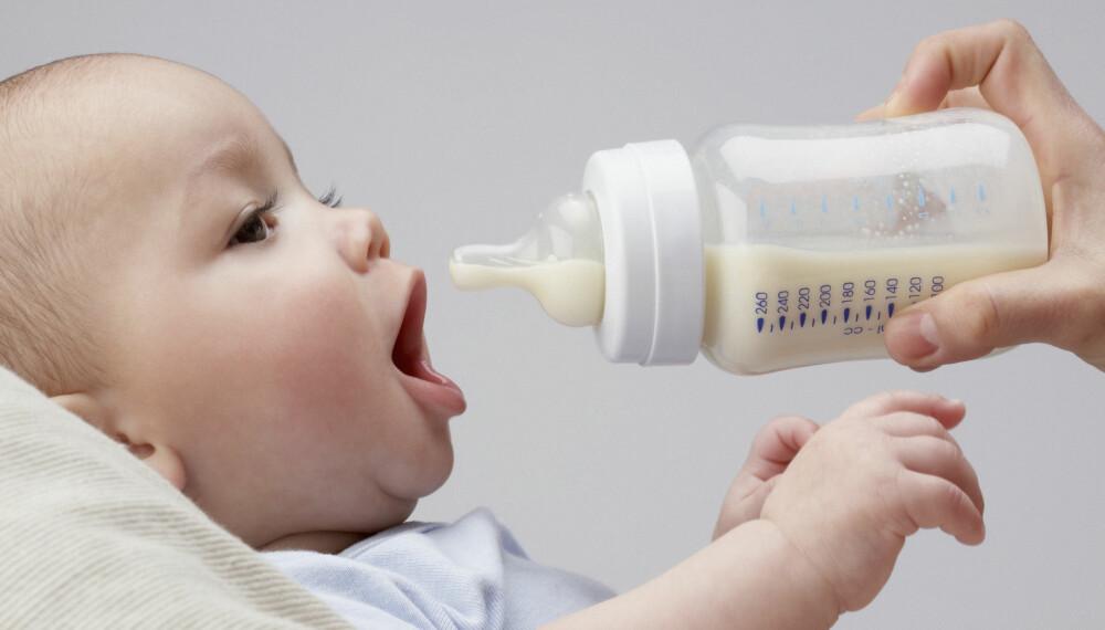 GULPING OG REFLUKS: Refluks, eller gulping, er vanlig blant babyer. Spedbarn gulper opp mat etter måltider, men gulper babyen mye, kan den ha en refluks-sykdom.