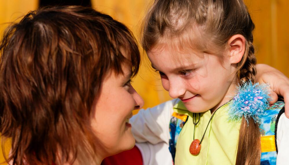 VIKTIG Å SNAKKE SAMMEN: Her får du 25 måter du kan spørre barna om hvordan de hadde det på skolen, uten å si nettopp det.