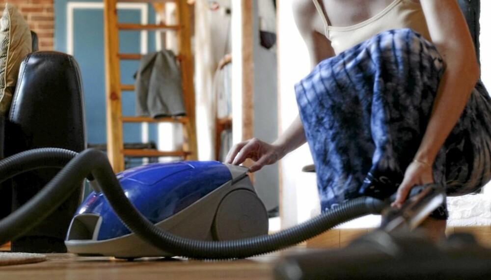 DEN FASTE RENGJØRINGEN: Er det du, partneren eller vaskehjelpen som står for husvasken?