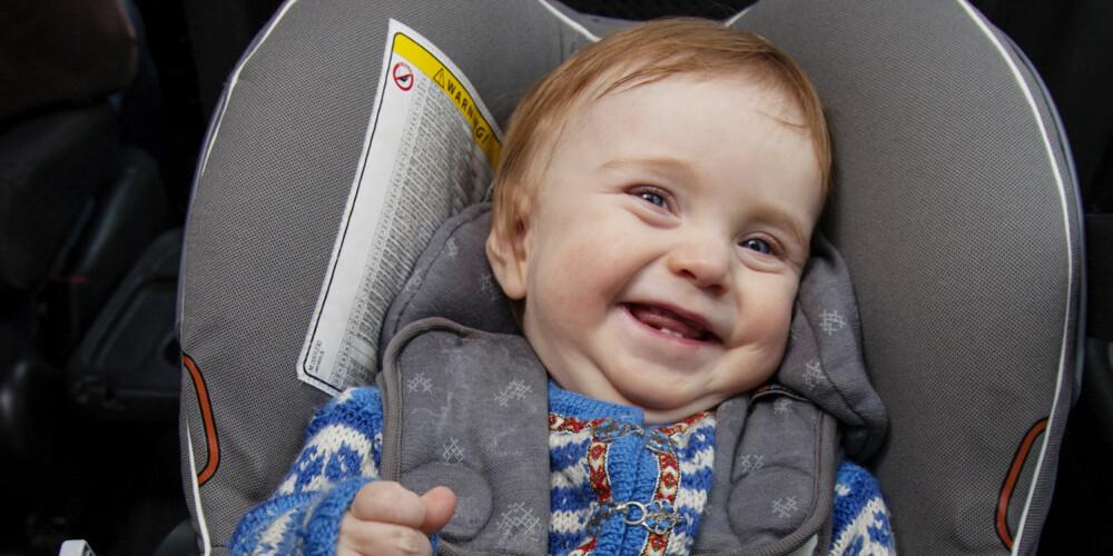 PÅBUDT Å SIKRE: Det er påbudt å sikre barn i bil. Barn som er under 135 cm høye skal alltid bruke godkjent barnesikringsutstyr som er riktig i forhold til barnets vekt.