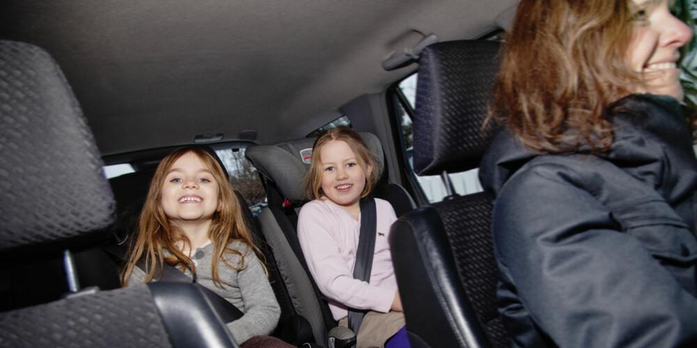 908312c8 GODT PLASSERT: Et løst belte gjør at barnet sklir under beltet ved en  bråstopp.