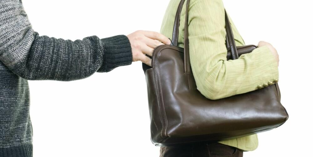PASS PÅ: André Thomsgård, informasjonssjef i Securitas, råder folk til å passe på lommeboka i sommer.