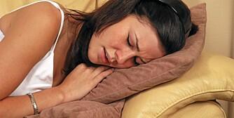 SOFATRENING: Nå kan du trene bekkenet mens du ligger på sofaen.