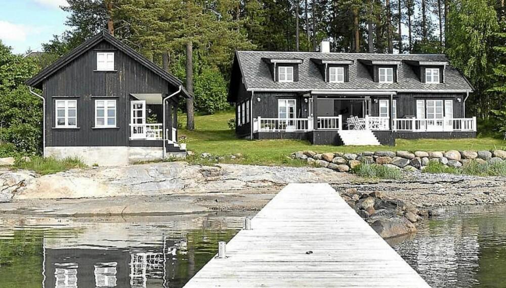POPULÆR HYTTE: På tredjeplass over de mest sette hytteannonsene ligger dette sommerhuset ved sjøkanten på Saltnes i Østfold. Prisantydning 18,5 millioner kroner.