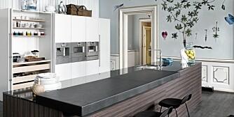 HVITT OG TRE: Kjøkken fra Multiform i hvitt og Burned Ebony