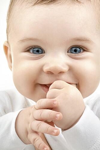SMILER OFTERE ENN HUN GRÅTER: En baby gråter for at du skal dekke behovene hennes. Men en tilfreds baby smiler oftere enn hun gråter.