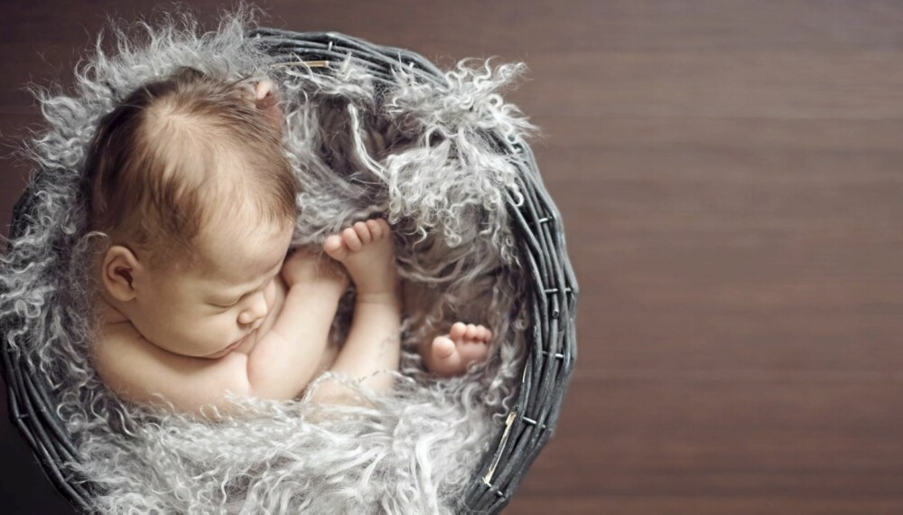 BABYFOTOGRAFERING: Få gode råd om du skal til profesjonell babyfotograf, men også tips til hvordan du selv tar gode babybilder. Husk at nyfødtfotografering bør gjøres 3-14 dager etter fødsel.