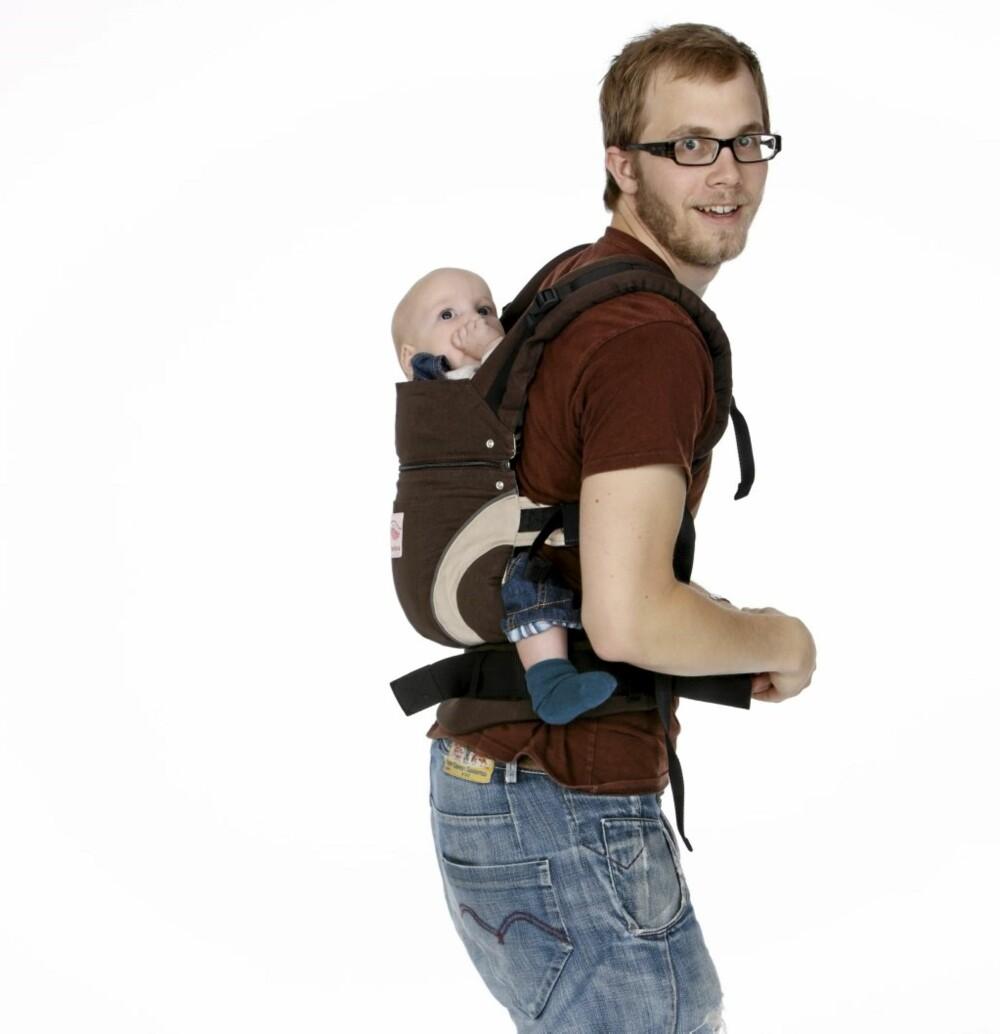 HVORDAN BÆRE BABYEN: En formsydd Manduca sitter godt på ryggen.