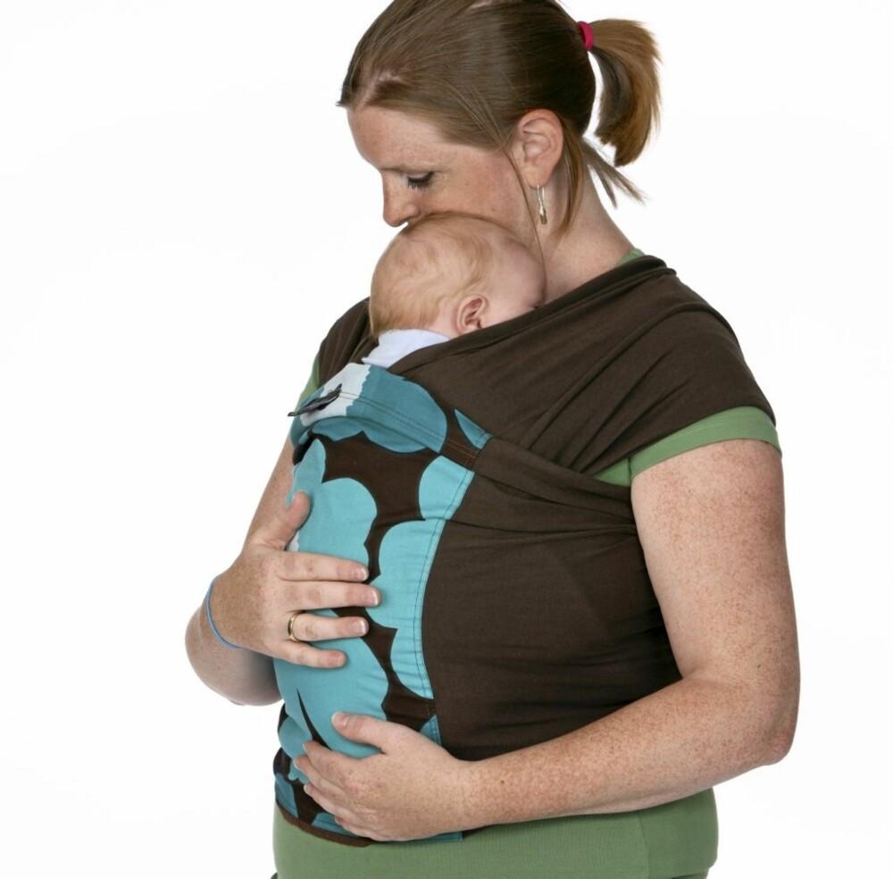 HVORDAN BÆRE BABYEN: Elastisk sjal passer best til de yngste barna.
