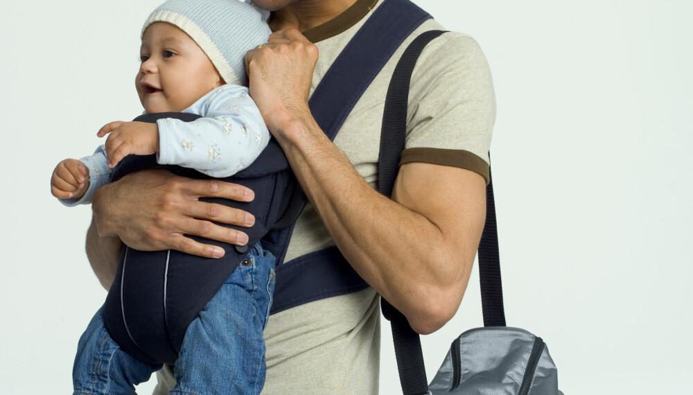 HVORDAN BÆRE BABYEN: Mange småbarnsforeldre velger bæretøy fremfor barnevogn. Prøv ulike typer i starten, og finn ut hvilken du liker best. Husk å ikke overdrive bruken av sjal, slynger og seler.