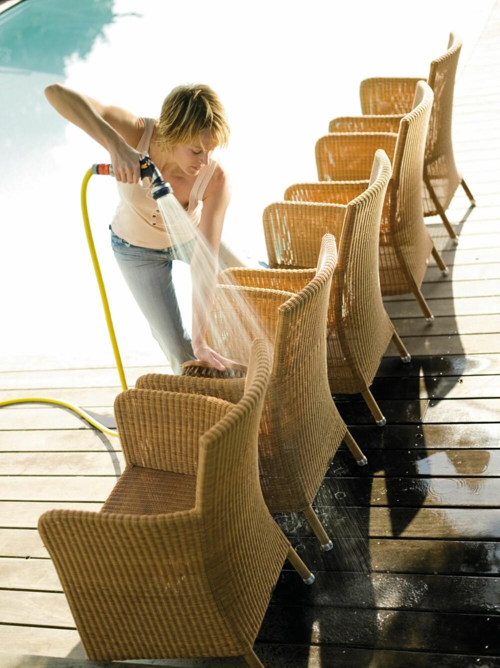 KUNSTROTTING: Møbler i kunstrotting må ikke skrapes, beises eller males jevnlig, her holder det med vanlig vasking.