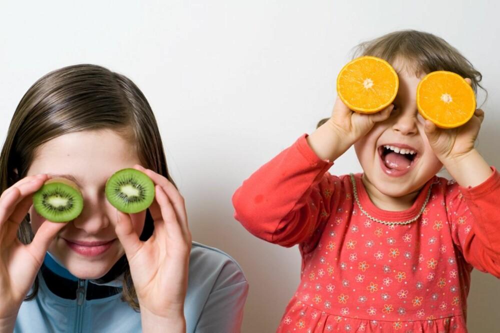 MATGLEDE: Hvis barn får utforske maten har de større mulighet til å finne nye favoritter.