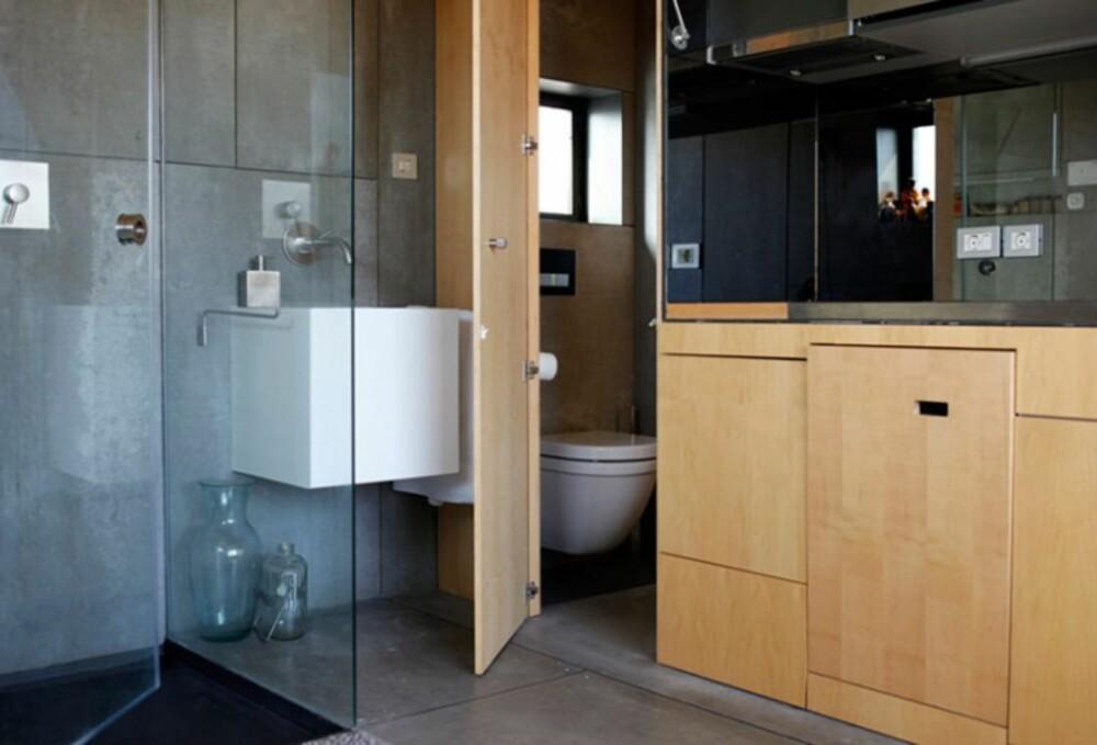 TOALETTET: Et smart mini-toalett skjuler seg i den ene enden av den spesialbyggede veggen.