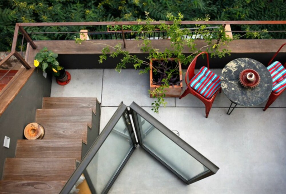EKSTRA PLASS: Det er praktisk å ha en stor terasse når boligen er på bare 22 m2.