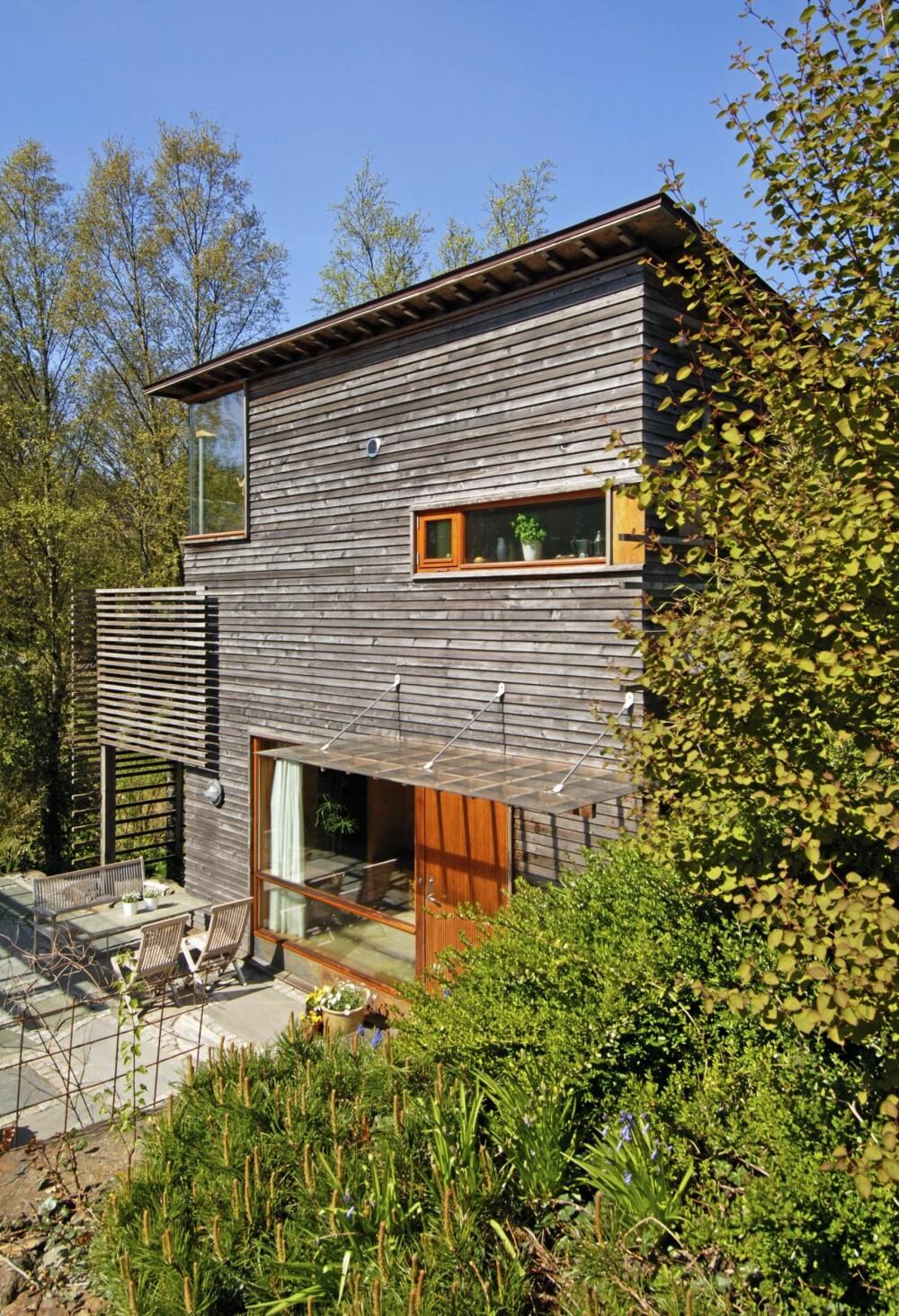 HELT TOPP MED TERRASSE PÅ BAKKEN: Arkitektene Hilde Haga og Rune Grrov tegnet dette huset med blant annet en utplass som fyller flere funksjoner.