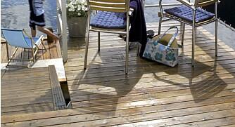 Vannavvisende: En nyoljet terrasse gir en vannavvisende overflate på bordene.