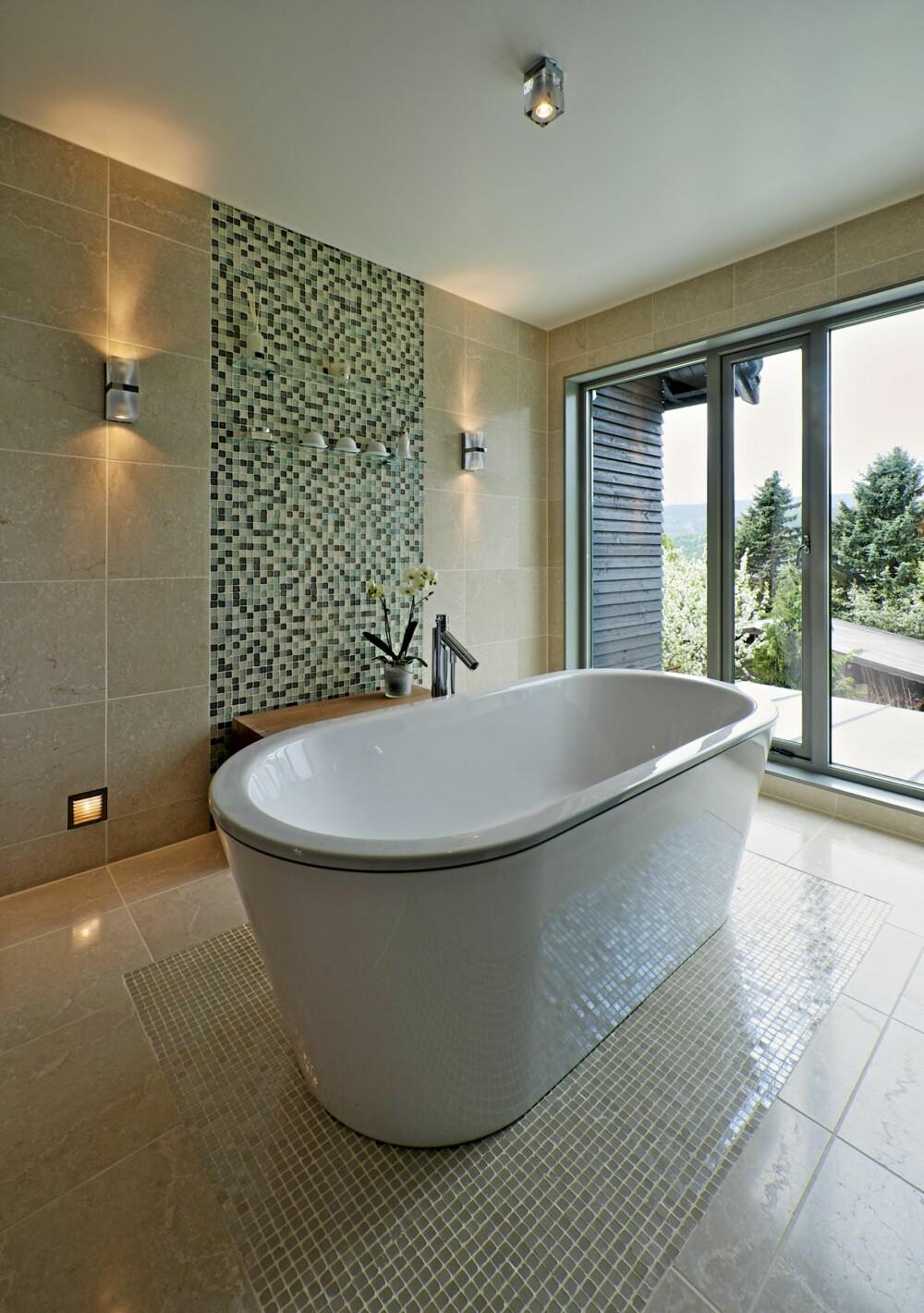 FRITT FREM:  Det er tilgang til badekaret fra alle kanter. Herfra er utsyn, men ikke innsyn.