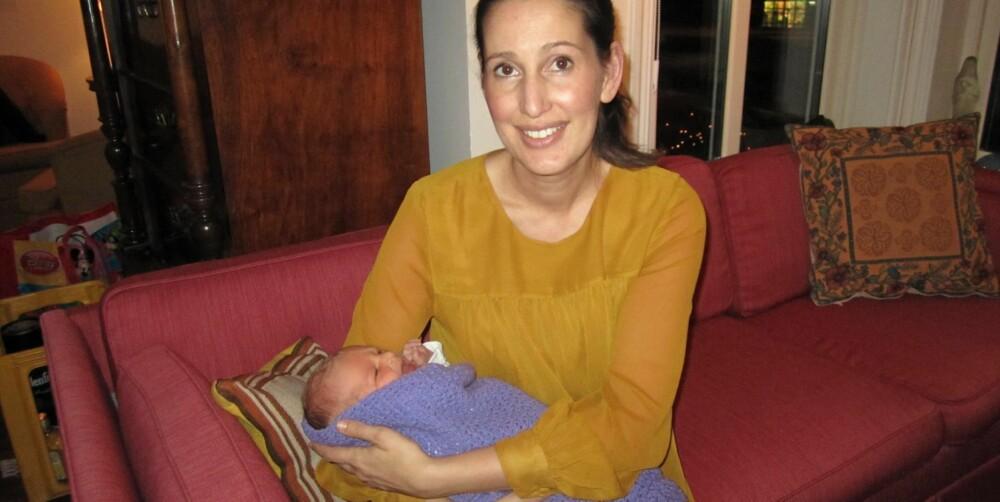 MINSTEGUTTEN: Mamma Karianne Helen Sand med lille Olaf Kekoa.