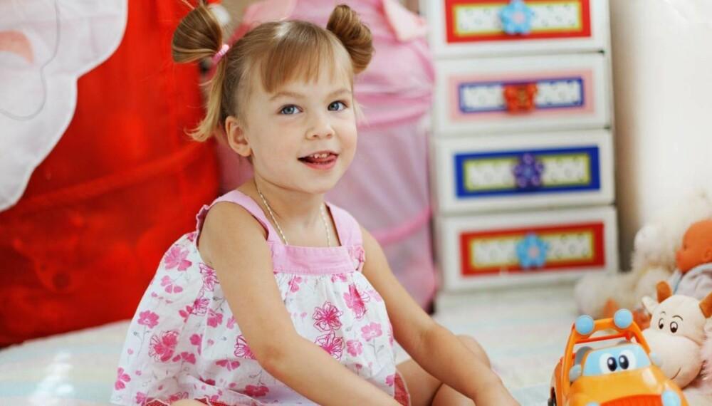 ROSA VERDEN: Verden kan ofte bli vel rosa og sukkersøt for små jenter, så det skader ikke å gi henne noen biler også.