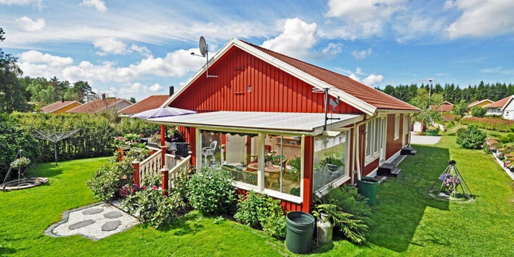 TIL SALGS: I Lur i Tanum kommune ligger dette fritidshuset til salgs. Prisantydning 1 400 000 svenske kroner