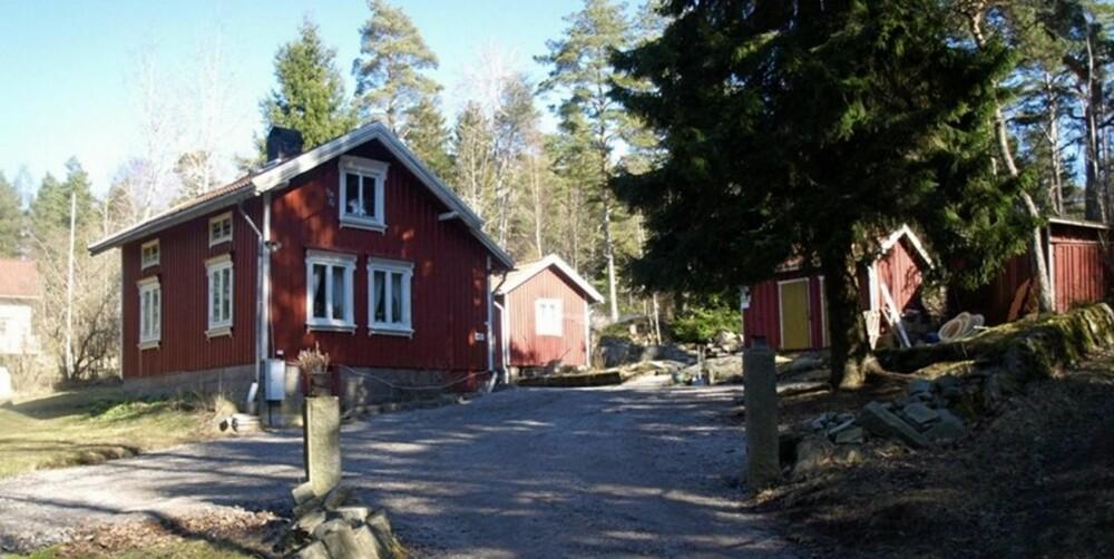 TIL SALGS: I Strømstad cirka 5 km fra Idefjorden og 17 km til Strömstad. Prisantydning 875 000 svenske kroner.