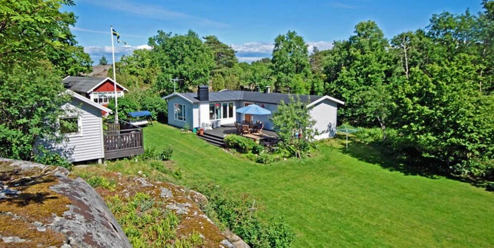 TIL SALGS: I Strømstad finner vi denne hytta til salgs. Prisantydning 2 900 000 svenske kroner.