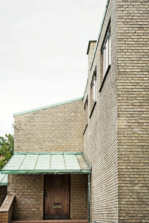 STRAM FASADE: Materialene i huset gir følelse av evig verdi. Tak av kobber, vinduene av teak.
