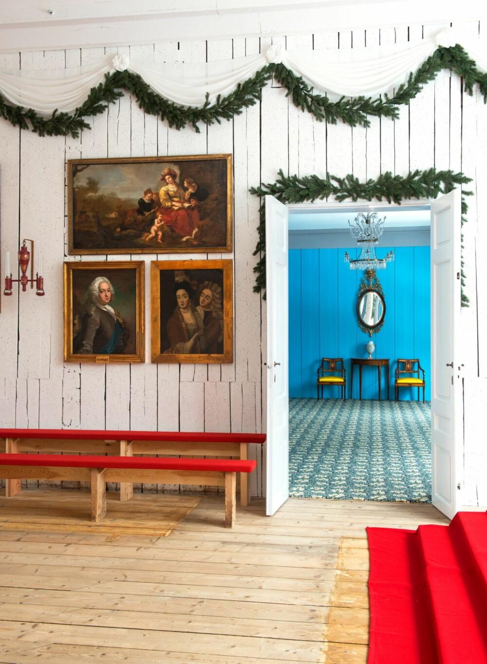 RIKSFORSAMLINGEN: En av kildene som har bidratt til forestillingen om hvordan salen så ut, var Oscar Wergelands kjente maleri av riksforsamlingen. Det ble malt i 1884, men da var salen tom, vinduene endret og veggene kledd med grønt lerret. I dag er salen langt røffere enn vi har vært vant til å se den. De gule gardinene og lysekronen fra 1964 er borte, og sparkelen på veggene er fjernet. Tre benkerader langs hver av veggene er redusert til to, for riksdagsmennene beskrev i dagbøker og brev at de satt veldig trangt.