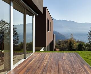 KLAR FOR BRUK: En fin og klargjort terrasse gjør det å sitte ute på terrassen og nyte solen til en enda bedre opplevelse.
