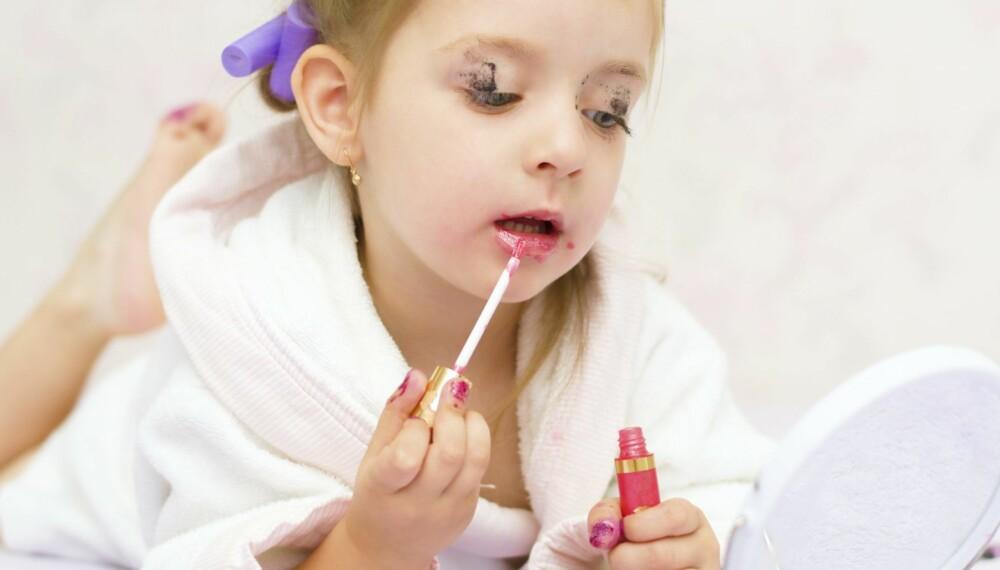 KAN VÆRE FARLIG: Barn bør bruke produkter som er laget for dem. Voksenprodukter kan inneholde giftige stoffer som kan få konsekvenser for barna senere i livet.