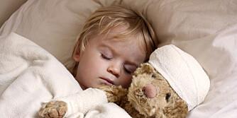 SYKE BARN: Noen foreldre respekterer ikke barnehagens regler ved sykdom, og unngår å fortelle at barnet har spydd, eller hatt feber samme morgen. Foto: Istockphoto.com.
