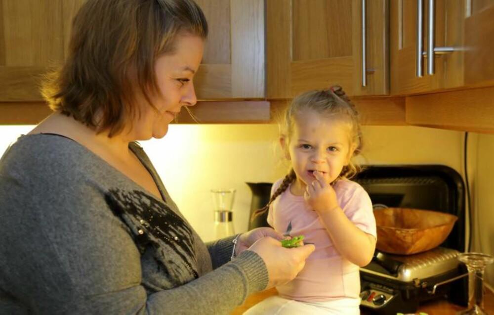 SUNT OG GODT: Godteri er byttet ut med sunn snacks for hele familien.